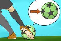 Teknik Cara Menendang Bola Dengan punggung kaki pada Permainan Sepakbola (image wikihow)
