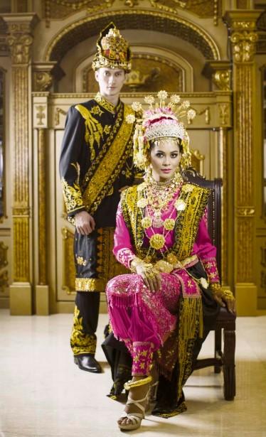Pakaian Adat Wanita Aceh Daro Baro