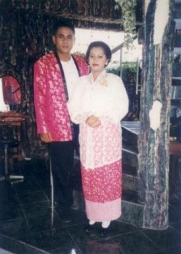 Baju Adat Maluku Nona Rok