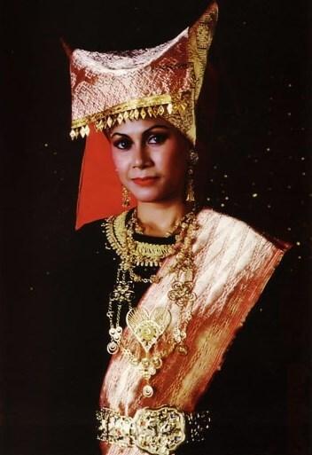 Baju adat minangkabau wanita