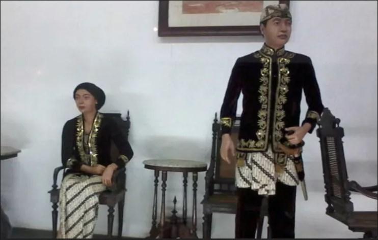 pakaian kaum bangsawan
