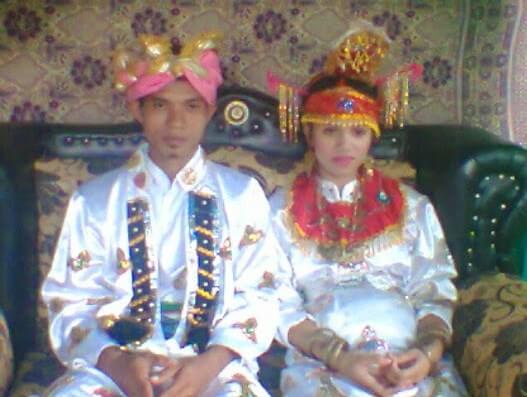 pakaian adat suku numa