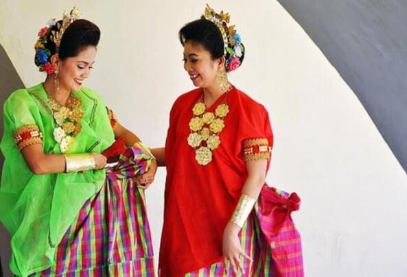pakaian adat sulawesi selatan perempuan baju bodo gesung