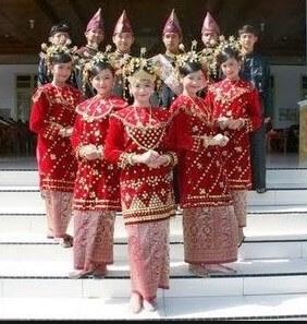 pakaian adat wanita jambi