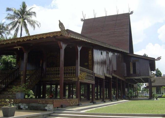 Rumah Adat Baanjung