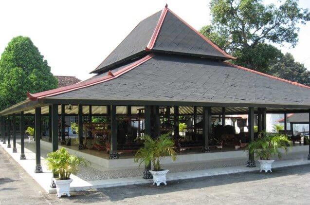 Rumah Adat Bangsal Kencono