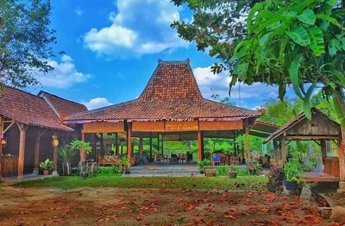 Rumah Adat Jawa Tengah Joglo