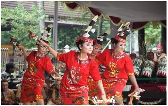 Tari Giring Giring Kalimantan Tengah