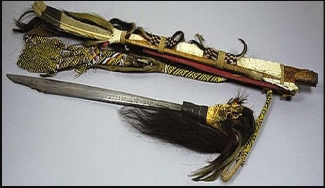 Mandau Senjata Tradisional Kalimantan Barat