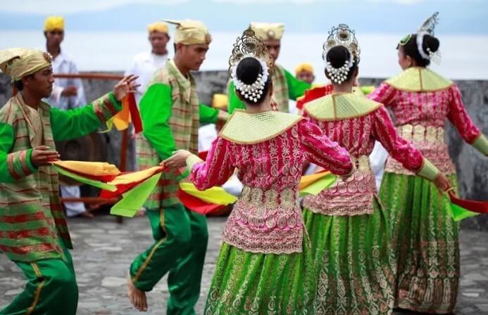 Tari Lalayon Maluku Utara