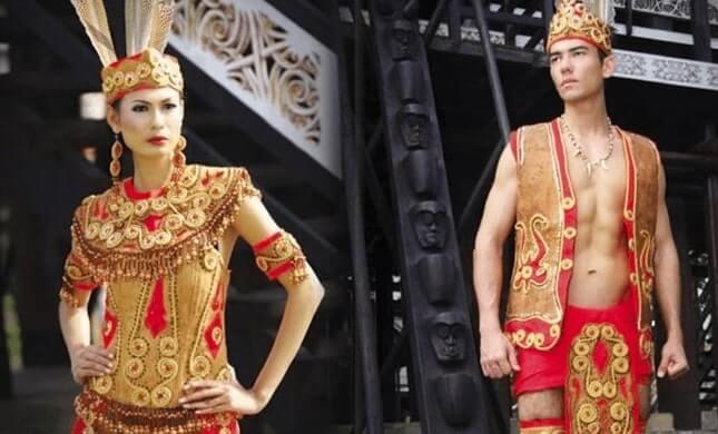 Pakaian Adat Provinsi Kalimantan Barat King Baba