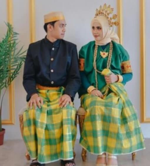 Pakaian Adat Sulawesi Barat Pattuqduq Towaine