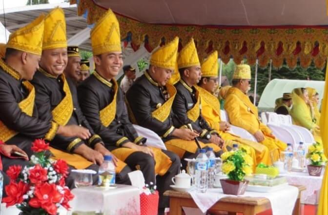 Pakaian Adat Sulawesi Tengah Pria Suku Toli Toli