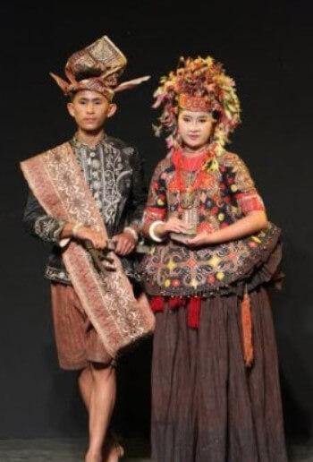 Pakaian Adat Sulawesi Tengah Wanita