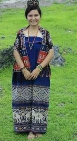 Pakaian Adat Sulawesi Tengah Wanita Suku Mori