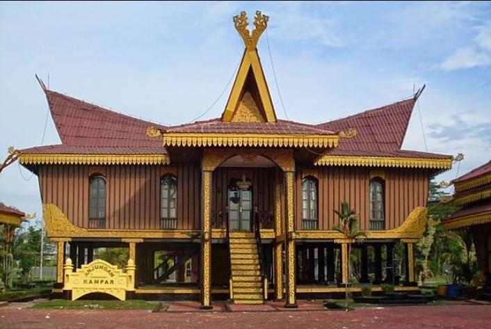 Rumah Adat Balai Selaso Jatuh Kembar