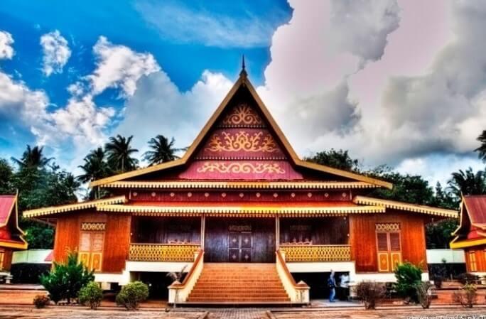 Rumah Adat Balai Selaso Jatuh