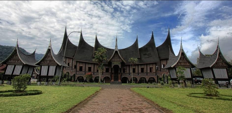 Nama Rumah Adat Minangkabau
