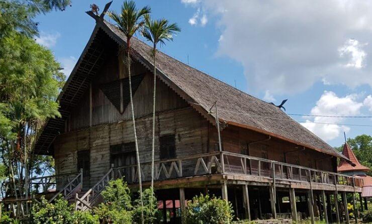 Rumah Adat Suku Dayak