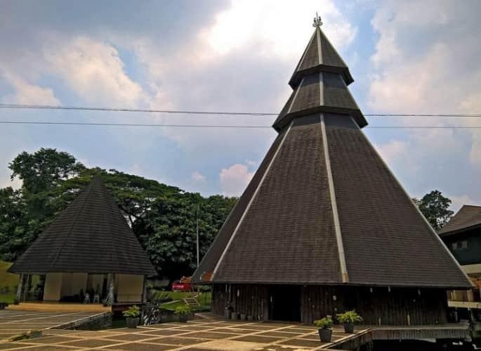 Rumah adat Kariwari Papua
